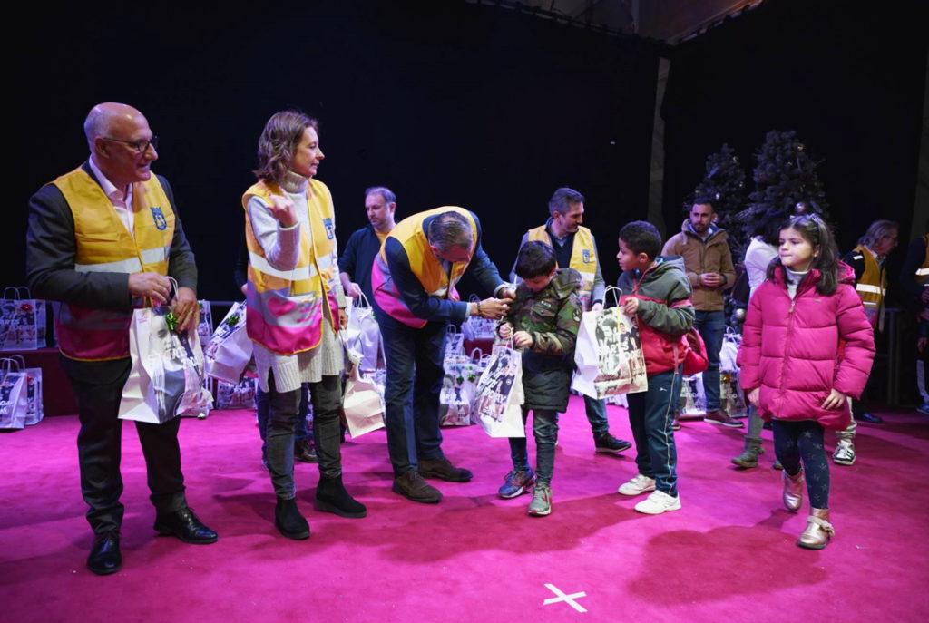 """+ de 800 juguetes repartidos con """"Ningun Niño Sin Juguete"""""""